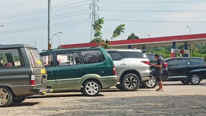 Kendaraan Menuju Puncak Diminta Putar Balik, Rest Area Jagorawi Ramai Mobil Plat B