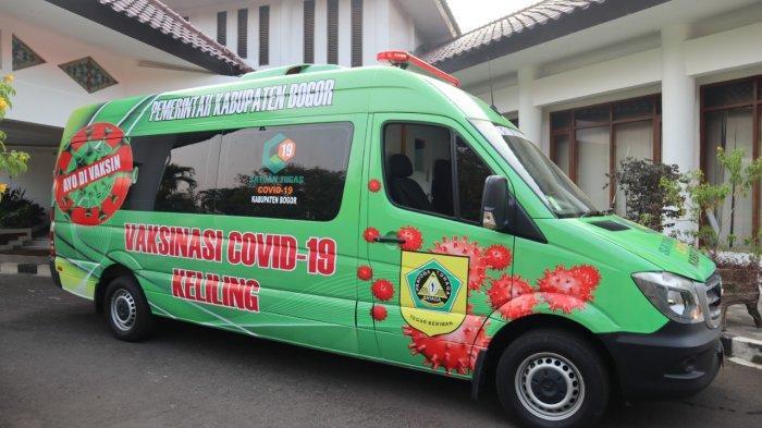 Bupati Bogor Ade Yasin luncurkan mobil vaksinasi Covid-19 keliling Kabupaten Bogor di Pendopo, Cibinong, Senin (19/7/2021).