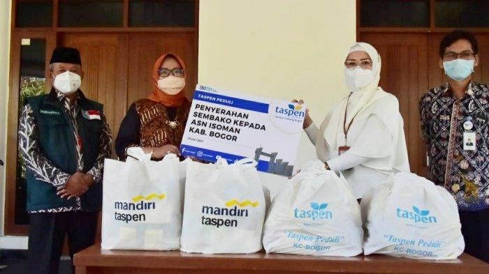 Bupati Bogor Terima Bantuan 400 Paket Sembako untuk Para Isoman dari Taspen