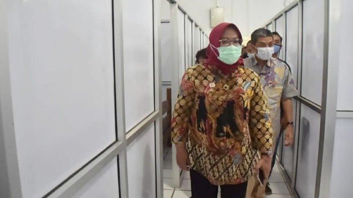 Bupati Bogor Ade Yasin tinjau rumah isolasi pasien Covid-19 di Cibogo, Kecamatan Megamendung, Kabupaten Bogor, Senin (25/1/2021).