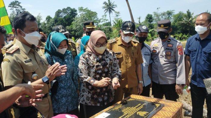 Kunjungan Saba Desa, Bupati Bogor Resmikan Pembangunan Hasil Program Samisade di Ciawi