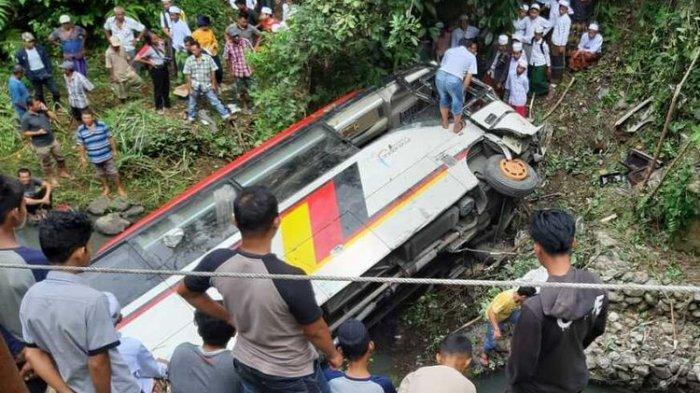 Detik-detik Kecelakaan Bus Rombongan PNS Pemkab Agam Terjun ke Sungai, 2 Orang Tewas