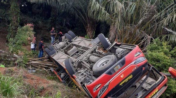 Bus Berisi 33 Anggota Brimob Terguling di Jambi, 3 Orang Alami Luka Berat