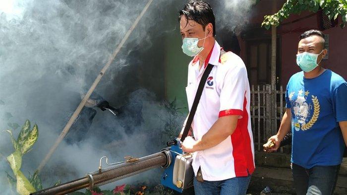 Jelang Pemilu, Caleg Perindo Ini Gencar Kampanye dengan Lakukan Fogging dan Gelar Bazaar Murah