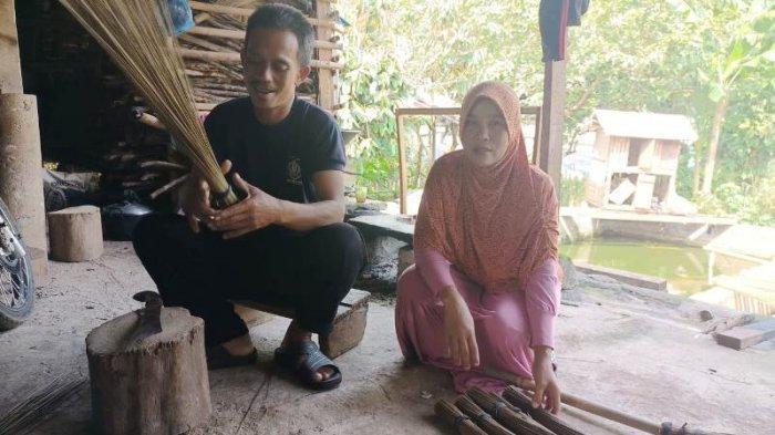 Kisah Pasutri di Kemang Bogor Gagal Berangkat Haji, Nabung dari 1990 dari Hasil Jual Sapu Lidi
