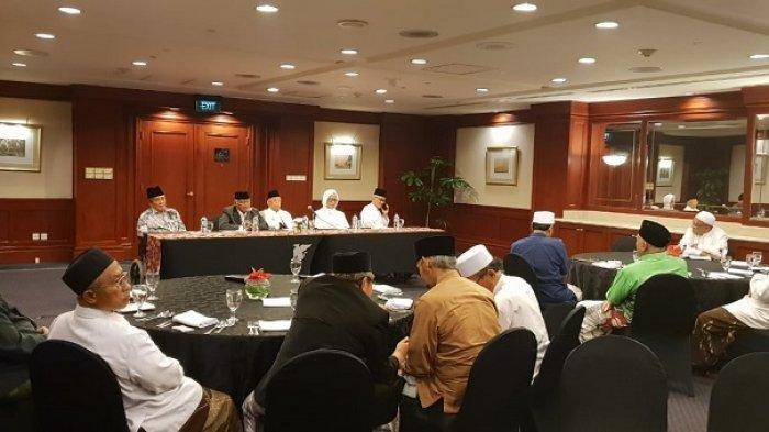 Cawapres Maruf Amin Langsungkan Pertemuan dengan Para Kiai Sepuh di Surabaya