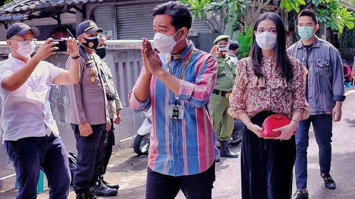 Calon Wali Kota Solo, Gibran ditemani istrinya Selvi Ananda tiba di TPS 22 di Kampung Tirtoyoso, Jalan Kasuari Nomor 3 RT 5 RW 13, Kelurahan Manahan, Kecamatan Banjarsari, Kota Solo, Rabu (9/12/2020).