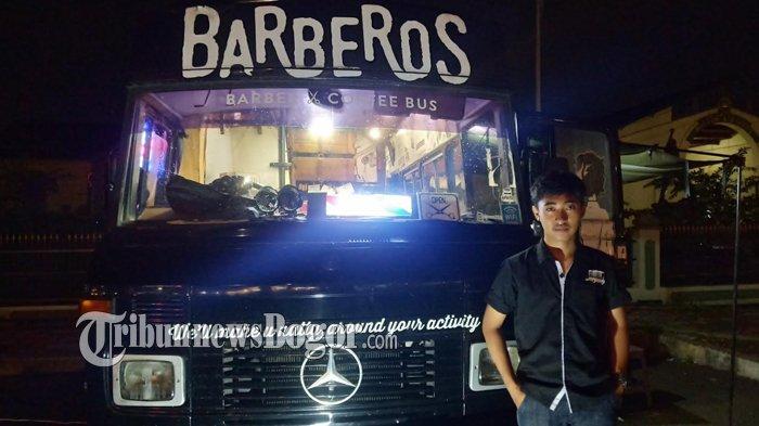 Mengintip Suasana Barberos, Barbershop Dalam Bus Mercy di Kota Bogor