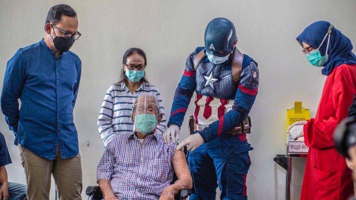 Hebat ! Kakek Umur 104 Tahun di Bogor Disuntik Vaksin Covid-19 oleh Captain America