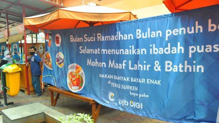 Agar Tak Mengganggu yang Puasa, Tempat Makan Teras Surken Ditutup Tirai