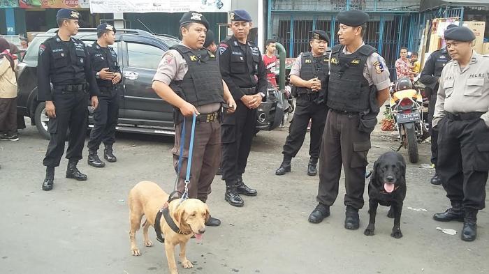 Tim Penjinak Bom Diterjunkan untuk Amankan Malam Perayaan Natal