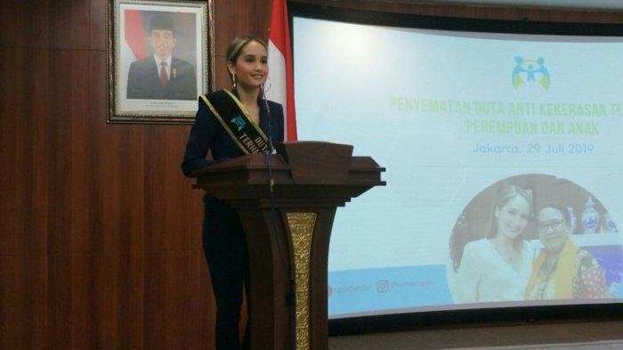 Sutradara Sindir Sanksi KPI untuk Spongebob, Cinta Laura Jadi Duta Anti Kekerasan Beri Respon Ini