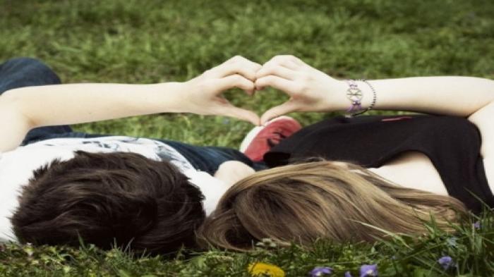 Ini Alasan Mengapa Remaja yang Sedang Jatuh Cinta Sering Disebut 'Cinta Monyet'