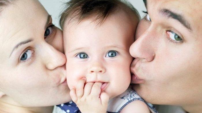 Perhatian ! Jangan Sembarangan Cium Anak, Kesehatan Mereka Jadi Taruhan