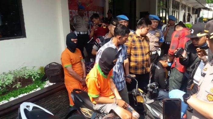 Tiga Pelaku Curanmor Asal Sumatera Ditangkap di Cibinong, Pedang Katana dan Senpi Jadi Barang Bukti