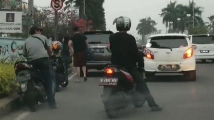 Viral Video Percobaan Curanmor di Tepi Jalan, Pelaku Terdeteksi Pakai Nopol Palsu