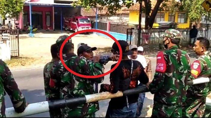 Dadang Buaya (sedang menunjuk) mengajak teman-temannya menyerang <a href='https://jambi.tribunnews.com/tag/koramil-pameungpeuk' title='KoramilPameungpeuk'>KoramilPameungpeuk</a>, Jumat (28/5/2021).