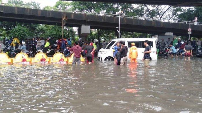 Banjir Guyur Jakarta, Waspada Ini Daftar Ruas Jalan yang Harus Dihindari