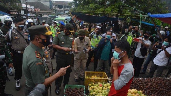 Cegah Penyebaran Covid-19 di Kota Bogor, Jenderal Bintang Satu Turun ke Jalan Bagikan Ribuan Masker