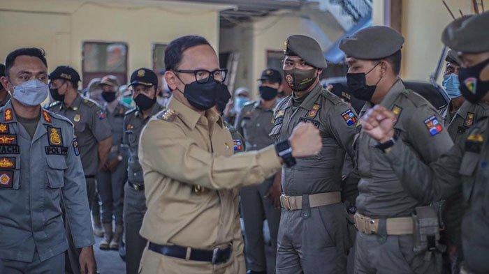 Wali Kota Bogor, Bima Arya mendapatkan Penghargaan Karya Bhakti Peduli Satpol PP Tahun 2021 dari Menteri Dalam Negeri (Mendagri), Tito Karnavian beberapa waktu lalu.