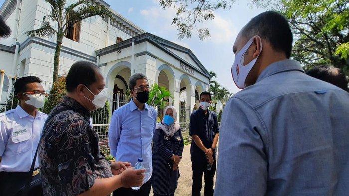 Wakil Wali Kota Bogor, Dedie A Rachim saat rapat teknis sekaligus meninjau lokasi pembangunan Alun - alun dan Stasiun Bogor, Selasa (29/6/2021).