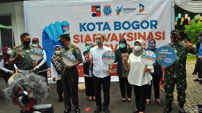 BREAKING NEWS - Wakil Wali Kota Bogor Disuntik Vaksin Covid-19 Perdana