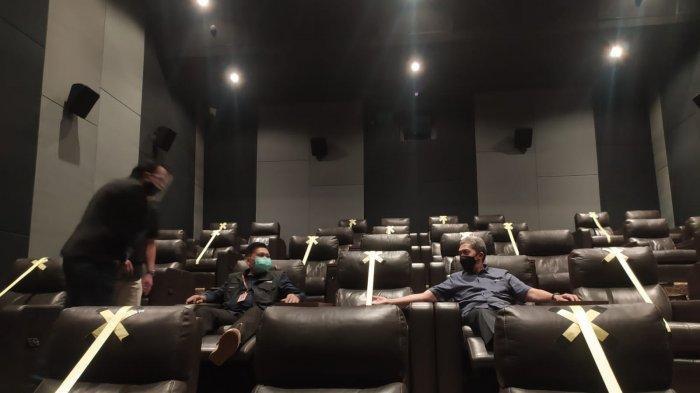Movie Give Time di Bioskop Cinepolis, Lippo Plaza Ekalokasari, Beli 2 Tiket Dapat Hadiah Merchandise
