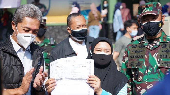 Wakil Wali Kota Bogor, Dedie A Rachim pun meninjau langsung proses vaksinasi yang diselenggarakan Korem 061 Suryakencana, Kamis (8/7/2021).