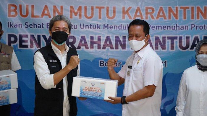 Kementerian Kelautan dan Perikanan (KKP) melalui Badan Karantina Ikan dan Pengendalian Mutu (BKIPM) memberikan bantuan berupa 5 ton ikan kembung untuk masyarakat Kota Bogor, Rabu (14/7/2021).