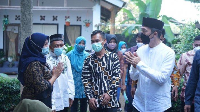 Wakil Wali Kota Bogor, Dedie A Rachim mengunjung kampung mandiri di Kampung Bojong Kidul RT 01/02, Kelurahan Bojongkerta, Kecamatan Bogor Selatan.