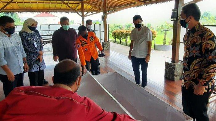 Satgas Penanganan Covid-19 Kota Bogor mendapat bantuan peti jenazah dari CV Karya Persada di Kelurahan Bubulak, Kecamatan Bogor Barat, Kota Bogor.