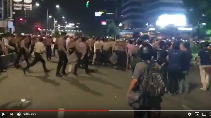 VIDEO Kericuhan Massa Aksi di Halaman Kantor Bawaslu RI, Ini Kronologinya