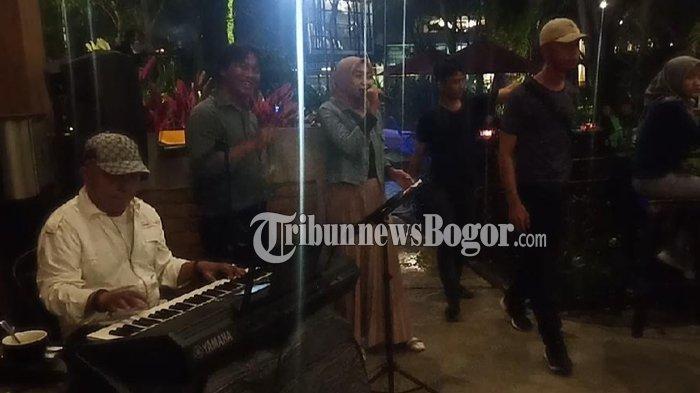 Menikmati Malam Sambil Ngopi di Deresto Coffee Shop Bogor, Ada Live Musicnya