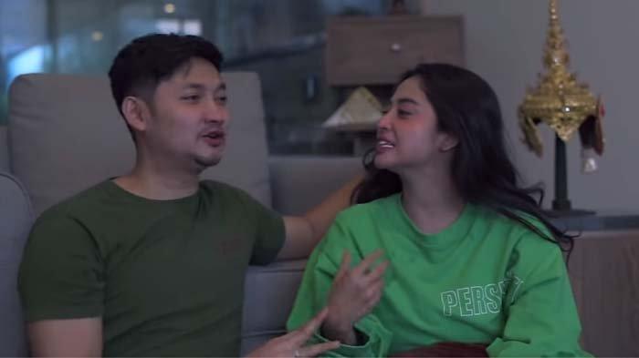 Dewi Perssik Emosi Temukan Chat Ini di HP Suami, Angga Wijaya: Kamu Kira Aku Prostitusi Perempuan?
