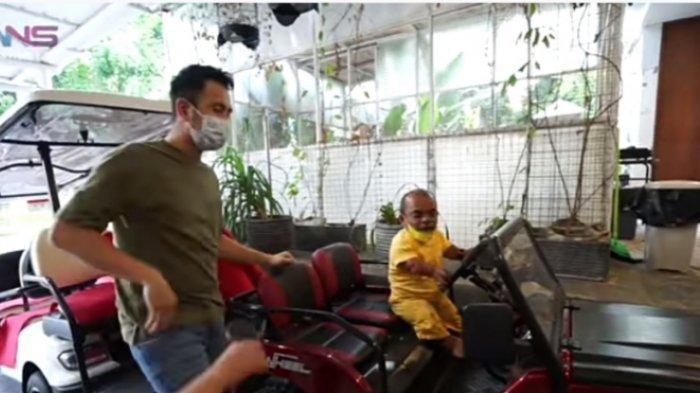 Diberi sekotak durian, Raffi Ahmad membalas dengan hadiahi Ucok Baba mobil baru nan mewah