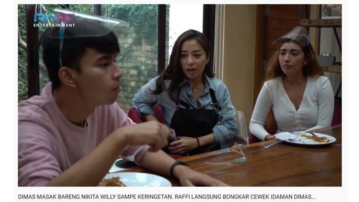Dimas berbincang dengan Nikita Willy dan sahabatnya, Sabiha