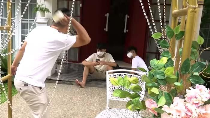 Merry Geram Lempar Lakban ke Dimas, Tuding Kembaran Raffi Cuma Makan Gaji Buta : Biar Tahu Rasa !