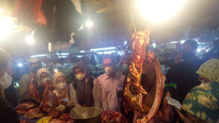 Tim Terpadu Temukan Ayam Tak Layak Potong saat Sidak Pedagang di Bogor