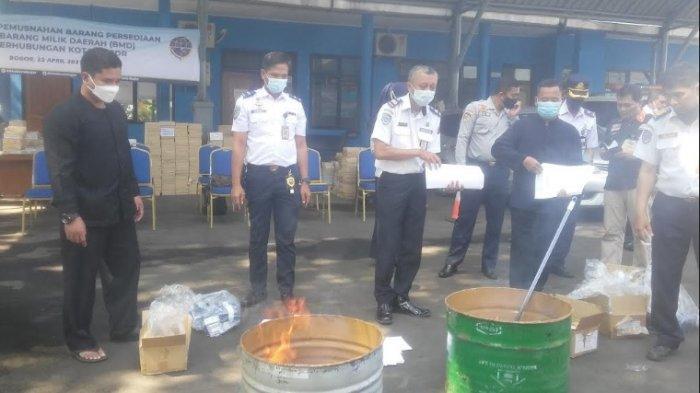 Dishub Kota Bogor Musnahkan Ratusan Amplop Gaji Pegawainya