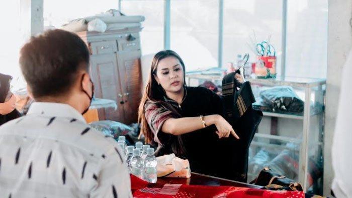Kagumi Kreativitas Ibu-ibu di Kampung Perca, Hotel Swiss Bellin Bogor Datang Beri Pelatihan Fashion