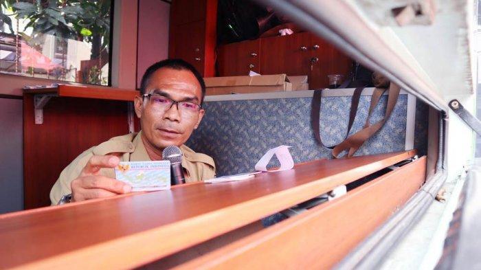 Disdukcapil Kota Bogor menghadirkan Drive Thru untuk meningkatkan layanan kepada masyarakat mendapatkan dokumen kependudukan.
