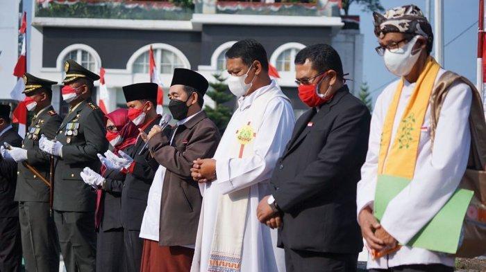 Doa bersama lintas agama dalam rangka memperingati HUT Kemerdekaan ke-76 RI di depan Tugu Kujang, Selasa (17/8/2021).