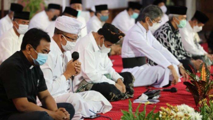 Acara doa bersama lintas agama digelar Gubernur Jawa Tengah, Ganjar Pranowo untuk meminta pertolongan dari sang Pencipta.
