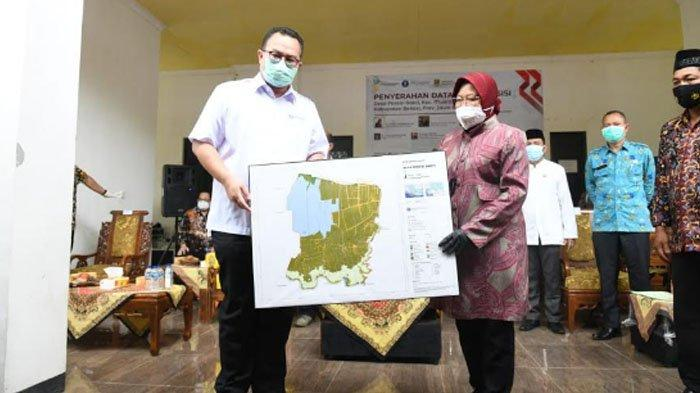 Rektor IPB University Serahkan Data Desa Presisi ke Mensos Risma