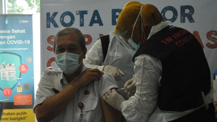 Dua Kali Disuntik Vaksin Covid-19, Dirut RSUD Kota Bogor : Aman, Tidak Pusing