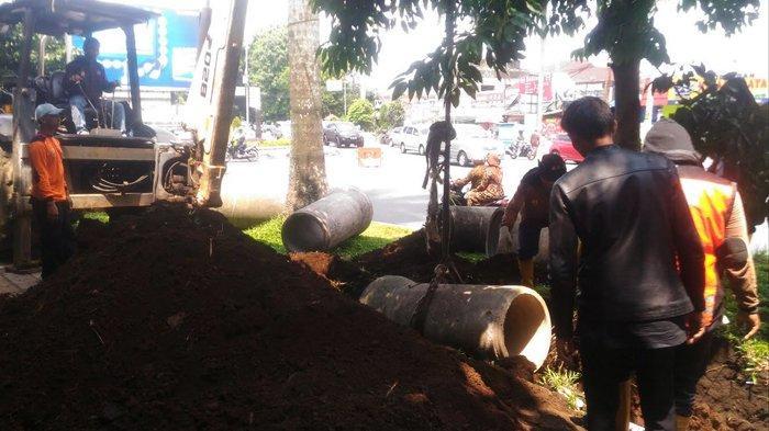Cegah Banjir Saat Hujan Deras, PUPR Kota Bogor Bikin Drainase di Jalan Sudirman