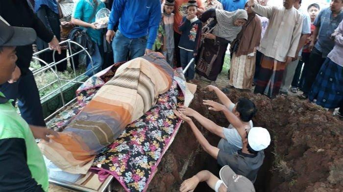 Ditemukan Tewas di Dalam Drum di Bogor, Jasad Dufi Dimakamkan Satu Lubang Bersama Sang Ayah