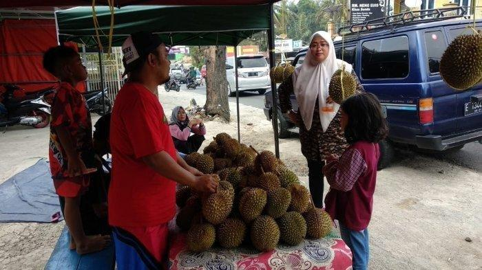 Libur Lebaran, Pedagang Durian Ini Raup Keuntungan Rp 15 Juta Perhari