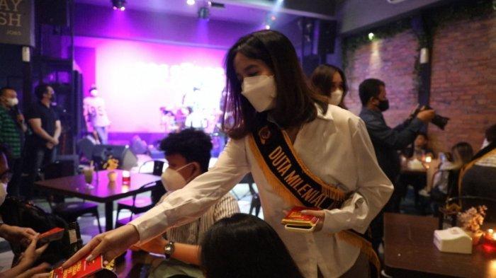 Duta Milenial Covid-19 Polresta Bogor Kota Datangi Cafe untuk Sosialisasikan Prokes ke Anak Muda
