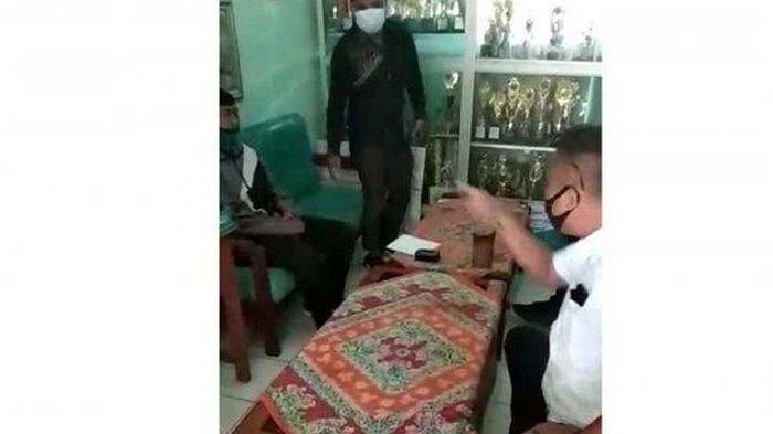 Posting Video Jalan Rusak, Guru Eko Dimarahi hingga Ditunjuk-tunjuk Perangkat Desa